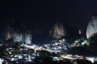 Μιχαλάκης – Γκόγκος και Δημοτική Αρχή φωτίζουν τους βράχους του Καστρακίου